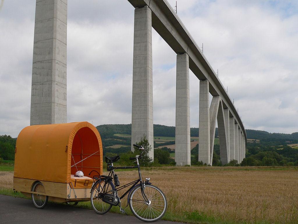 Fahrrad_mit_Planwagen.jpg